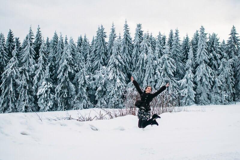Юля-снег-прыжок
