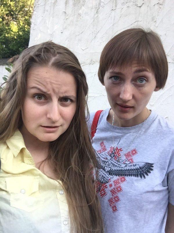 2 Жени